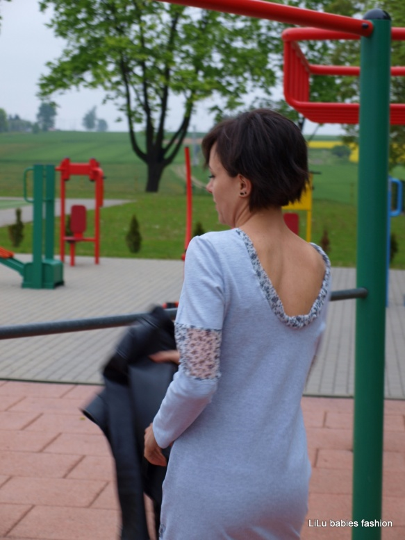 sukienka z dekoldem na plecach